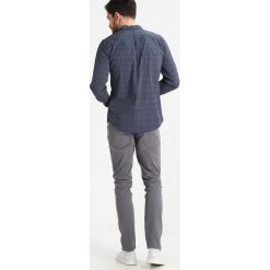 Koszule męskie na spinki: DOCKERS LAUNDERED POPLIN SLIM FIT Koszula jaynes pembroke
