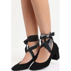 Czarne Czółenka Morana. Czarne buty ślubne damskie marki Born2be, ze skóry, z okrągłym noskiem, na słupku. Za 59,99 zł.