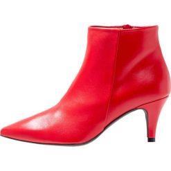 Brenda Zaro BENETTBO Ankle boot rojo. Czerwone botki damskie skórzane Brenda Zaro. Za 589,00 zł.