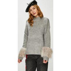 Vero Moda - Sweter Emeli. Szare swetry klasyczne damskie marki Vero Moda, l, z dzianiny, z okrągłym kołnierzem. W wyprzedaży za 149,90 zł.