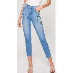Spodnie z wysokim stanem: Jeansy high waist z kwiatową aplikacją - Niebieski