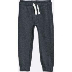 Blukids - Spodnie dziecięce 98-128 cm. Szare spodnie chłopięce marki Blukids, z bawełny. W wyprzedaży za 29,90 zł.