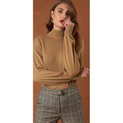 Golfy damskie: NA-KD Trend Sweter z bufiastym rękawem - Beige