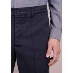 Chinosy męskie: YMC You Must Create HAND ME DOWN TROUSER Spodnie materiałowe navy