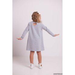 Sukienki dziewczęce dzianinowe: Trapezowa sukienka z kangurkiem