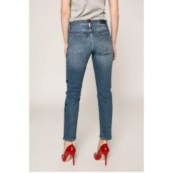 Tommy Jeans - Jeansy Izzy. Niebieskie jeansy damskie rurki Tommy Jeans, z bawełny, z podwyższonym stanem. Za 599,90 zł.