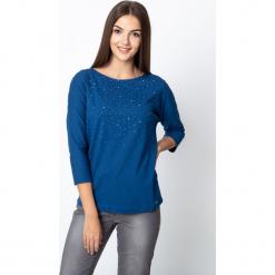 Niebieska bluzka z rękawem 3/4 QUIOSQUE. Niebieskie bluzki nietoperze marki QUIOSQUE, w geometryczne wzory, z bawełny, z dekoltem w łódkę. Za 69,99 zł.
