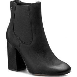 Botki CARINII - B3787 360-000-PSK-C00. Czarne buty zimowe damskie Carinii, z materiału, na obcasie. W wyprzedaży za 269,00 zł.