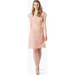More & More - Sukienka damska, różowy. Czerwone sukienki balowe More & More, w koronkowe wzory, z koronki, midi. Za 459,95 zł.