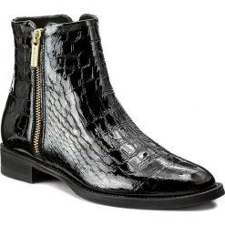 Botki GINO ROSSI - Nevia DBG184-G12-D300-9900-F 99. Czarne buty zimowe damskie Gino Rossi, z lakierowanej skóry, na obcasie. W wyprzedaży za 299,00 zł.