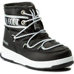 Śniegowce MOON BOOT - We Jr Mid Wp 34051200001 Nero/Argento. Czarne buty zimowe chłopięce Moon Boot, z materiału, na niskim obcasie. W wyprzedaży za 249,00 zł.