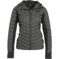 The North Face Kurtka Outdoor taupe. Różowe kurtki sportowe damskie marki The North Face, m, z nadrukiem, z bawełny. W wyprzedaży za 486,85 zł.