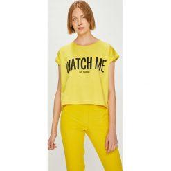 Answear - Top Watch Me. Żółte topy damskie marki ANSWEAR, l, z nadrukiem, z dzianiny, z okrągłym kołnierzem. W wyprzedaży za 47,90 zł.
