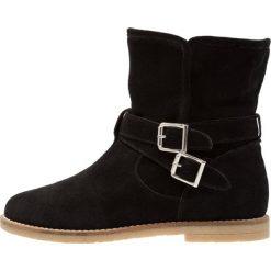 KIOMI Botki black. Czarne buty zimowe damskie KIOMI, z materiału. W wyprzedaży za 356,15 zł.