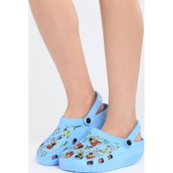 Niebieskie Klapki Angry Birds. Niebieskie crocsy damskie Born2be, z motywem zwierzęcym. Za 4,99 zł.