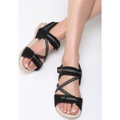 Czarne Sandały Juniper. Czarne sandały damskie marki Born2be, z materiału, na obcasie. Za 79,99 zł.