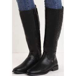 Czarne Kozaki Pick Me. Czarne buty zimowe damskie Born2be, z okrągłym noskiem, przed kolano, na wysokim obcasie, na płaskiej podeszwie. Za 79,99 zł.