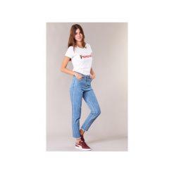 Jeansy slim fit Betty London  HIPPINE. Niebieskie jeansy damskie relaxed fit marki Betty London. Za 104,30 zł.