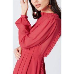 Sukienki: NA-KD Trend Asymetryczna sukienka z wycięciem z tyłu – Red