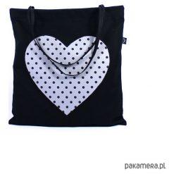 Bawełniana torba plażowa z sercem w kropki. Czarne torby plażowe marki Pakamera, w kropki, z bawełny, duże. Za 66,00 zł.