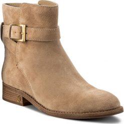 Botki TORY BURCH - Brooke Ankle Bootie 45934 Perfect Sand 262. Brązowe buty zimowe damskie Tory Burch, ze skóry. W wyprzedaży za 1179,00 zł.