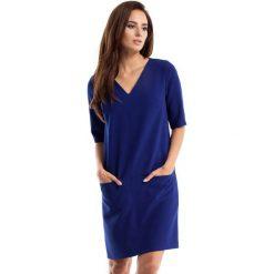 Granatowa Sukienka w Serek z Kieszeniami. Niebieskie sukienki balowe Molly.pl, na co dzień, l, z tkaniny, dekolt w kształcie v, z krótkim rękawem, mini, proste. Za 125,90 zł.