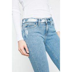 Tommy Hilfiger - Jeansy Milan. Niebieskie jeansy damskie marki TOMMY HILFIGER, z bawełny. W wyprzedaży za 479,90 zł.