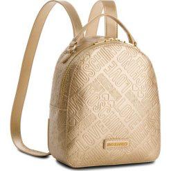 Plecak LOVE MOSCHINO - JC4036PP16LF0901  Oro. Żółte plecaki damskie marki Love Moschino, ze skóry ekologicznej, klasyczne. W wyprzedaży za 589,00 zł.