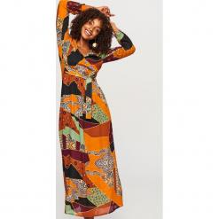 Sukienka maxi we wzory - Wielobarwn. Szare długie sukienki marki Reserved. W wyprzedaży za 49,99 zł.