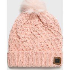 Roxy - Czapka. Różowe czapki zimowe damskie Roxy, na zimę, z dzianiny. W wyprzedaży za 99,90 zł.