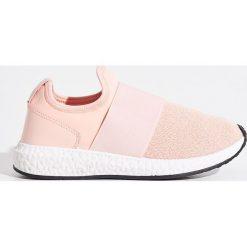Buty sportowe - Różowy. Czerwone buty sportowe damskie marki Sinsay. W wyprzedaży za 59,99 zł.
