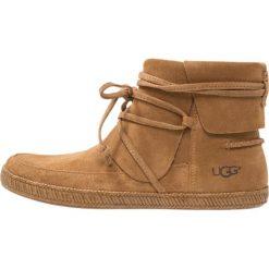UGG REID Ankle boot chestnut. Brązowe botki damskie na zamek Ugg, z materiału. Za 619,00 zł.