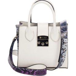 Torebki klasyczne damskie: Skórzana torebka w kolorze białym – (S)23 x (W)30 x (G)11 cm