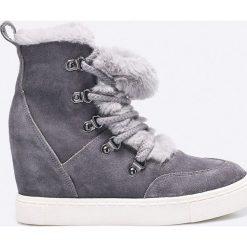 Steve Madden - Botki. Szare buty zimowe damskie marki Steve Madden, z gumy, z okrągłym noskiem, na koturnie, na sznurówki. W wyprzedaży za 199,90 zł.