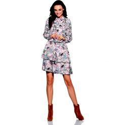 Urocza Sukienka w Pantofelki z Koszulowym Kołnierzykiem. Szare sukienki balowe marki Molly.pl, na imprezę, l, w kropki, z falbankami, z długim rękawem, dopasowane. Za 172,90 zł.