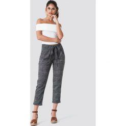 Trendyol Spodnie w kratkę z wiązaniem - Black,Grey,Multicolor. Czarne spodnie z wysokim stanem Trendyol, w kratkę, z poliesteru. Za 121,95 zł.