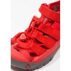 Keen NEWPORT H2 RAINBOW PACK Sandały trekkingowe firey red. Czerwone sandały męskie skórzane marki Keen. Za 239,00 zł.