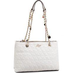 Torebka GUESS - HWVG69 88090 WHI. Białe torebki klasyczne damskie marki Guess, z aplikacjami, ze skóry ekologicznej, duże. Za 629,00 zł.