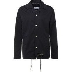 Calvin Klein Jeans INSTITUTIONAL LOGO COACH  Kurtka wiosenna blue. Niebieskie kurtki męskie jeansowe marki Reserved, l. Za 719,00 zł.