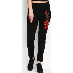 Spodnie dresowe damskie: Czarne Spodnie Dresowe Rosy Roses