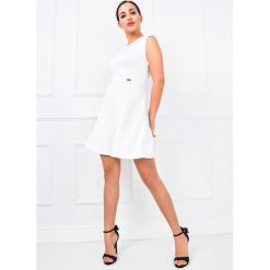 Sukienki: Klasyczna sukienka rozkloszowana