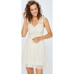 Answear - Sukienka. Szare sukienki balowe ANSWEAR, l, z haftami, z poliamidu, mini, rozkloszowane. W wyprzedaży za 119,90 zł.