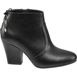 Botki damskie Graceland czarne. Czarne botki damskie na obcasie marki Graceland, w kolorowe wzory, z materiału. Za 119,90 zł.