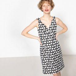 Sukienki hiszpanki: Sukienka w kwiatki z głębokim dekoltem w serek bez rękawów