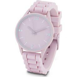 Zegarek na rękę na silikonowym pasku bonprix jasnoróżowy. Czerwone zegarki damskie bonprix. Za 79,99 zł.