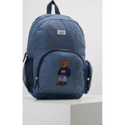 Polo Ralph Lauren CAMPUS BACKPACK Plecak blue chambray nylon/ navy w/boy sweater bear. Niebieskie plecaki męskie Polo Ralph Lauren, z nylonu. Za 379,00 zł.