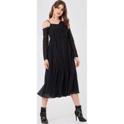 NA-KD Boho Asymetryczna sukienka - Black. Niebieskie sukienki asymetryczne marki NA-KD Boho, na imprezę, w koronkowe wzory, z koronki, boho, na ramiączkach, mini. W wyprzedaży za 38,99 zł.