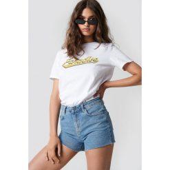 Trendyol Szorty jeansowa z surowym brzegiem - Blue. Niebieskie bermudy damskie Trendyol, z jeansu, z podwyższonym stanem. W wyprzedaży za 56,67 zł.