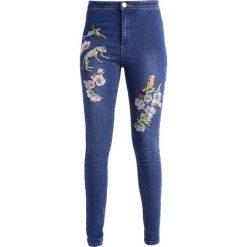 Lost Ink B&&B EMBROIDERY Jeans Skinny Fit mid denim. Niebieskie rurki damskie Lost Ink. W wyprzedaży za 159,20 zł.