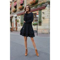 Casualowa sukienka z długim rękawem czarna ERIN. Czarne sukienki hiszpanki Lemoniade, w koronkowe wzory, z koronki, z falbankami, z długim rękawem. Za 159,90 zł.